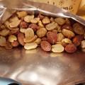 (*´∀`)b{ただの皮付きピーナッツと思わずに食べましょう(笑)