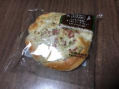 ファミリーマート ファミマ・ベーカリー ふんわり食感のオニオンチーズブレット