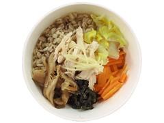 ファミリーマート 蒸し鶏と野菜の生姜雑穀スープ