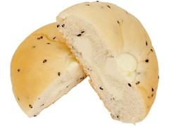 ファミリーマート 黒ごまとクリームチーズのパン