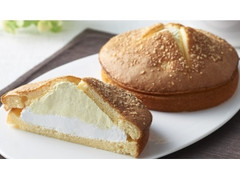 ファミリーマート ダブルクリームサンド チーズクリーム&ホイップ