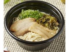 ファミリーマート 炊き出し濃厚スープの豚骨ラーメン