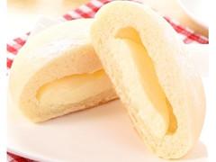 ファミリーマート ファミマ・ベーカリー 白いチーズクリームパン