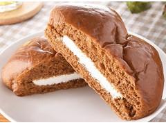 ファミリーマート ファミマ・ベーカリー ちぎれる黒糖サンド ミルクホイップクリーム