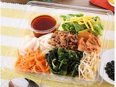 ファミリーマート 1/2日分の野菜が摂れるビビンバ風サラダランチ