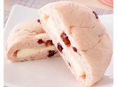 ファミリーマート ファミマ・ベーカリー クランベリー&チーズクリームパン