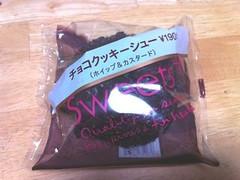 ファミリーマート Sweets+ チョコクッキーシュー 袋1個