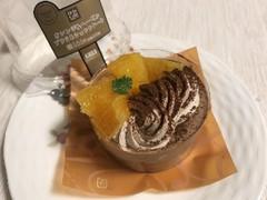 ローソン Uchi Cafe' SWEETS(ウチカフェスイーツ) オレンジ&ヘーゼルプラリネショコラケーキ 1コ
