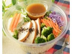 ローソン 1食分の野菜とスモークチキンのパスタサラダ