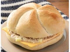 ローソン カイザーサンド ツナ&チーズ