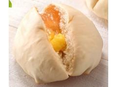 ローソン しっとりももパン 和歌山県産もものピューレ入りジャム&カスタード