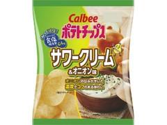 カルビー おいしく減塩ポテトチップス サワークリーム&オニオン味 袋70g