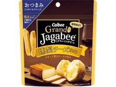 カルビー Grand Jagabee 燻製チーズ風味 袋38g