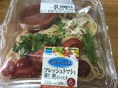 Family Mart フレッシュトマトと蒸し鶏のパスタ 1包装