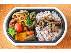 イトーヨーカドー 鶏唐揚げと1/3日分野菜の黒酢弁当