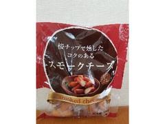 カルディ 桜チップで燻したコクのあるスモークチーズ 袋90g