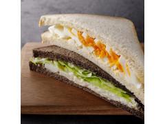 スターバックス エッグ&ベーコンポテトサラダサンドイッチ