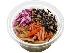 セブン-イレブン 根菜とひじきのもち麦サラダ