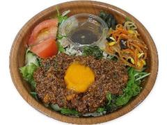 セブン-イレブン 台湾肉味噌で食べる!まぜサラダ