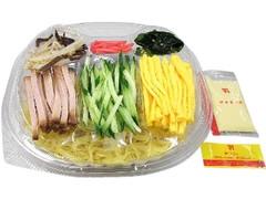 セブン-イレブン 6種具材を楽しむミニ冷し中華 マヨ付