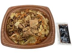 セブン-イレブン ソースをかけて食べる太麺焼そば