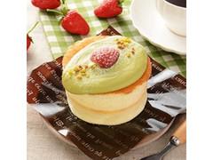 ナチュラルローソン 苺とピスタチオのバターミルクパンケーキ もういっこ苺 使用
