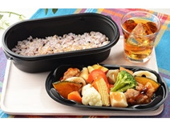 ナチュラルローソン 10種野菜と鶏の黒酢あん弁当
