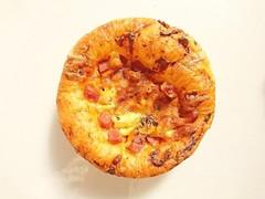 新宿高野 黒胡椒ハムとパインのピザ
