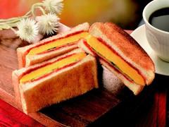 カフェ・ド・クリエ トーストサンド オムレツ&トマトソース