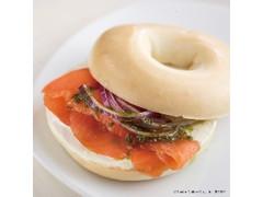 エクセルシオールカフェ ベーグルサンド スモークサーモン&クリームチーズ デンマーク産ブコ・クリームチーズ使用