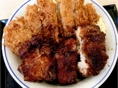 かつや 黒胡椒から揚げとチキンカツの合い盛り丼