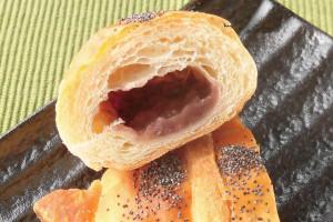 中には北海道産小豆入りのあんこが入っています。