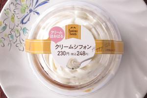 ミルクカスタードを詰めたふわふわシフォンに、北海道産生クリームブレンドの濃厚すっきりクリームをたっぷりトッピング。
