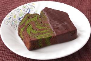 チョコと抹茶、焦げ茶と緑のマーブル模様になった生地。