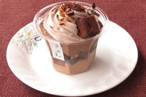 チョコソフトかと思うほどたっぷり絞られたチョコクリーム。