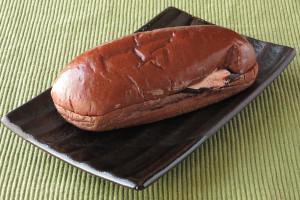 ココア色に染まったコッペパン。