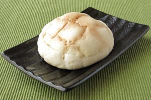格子模様の定番スタイルメロンパン、ただし皮は白色。