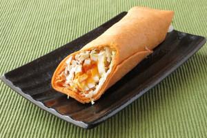 オレンジ色の薄皮でチキン・卵・野菜を巻いてあります。
