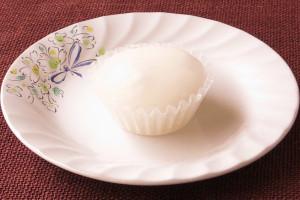 半透明の白いわらび餅。