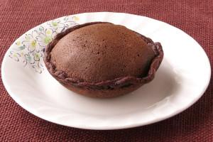 チョコのこげ茶色をした薄皮生地。