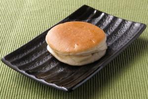 平らな面にきれいな焼き目がついた平たい鼓型のパン。
