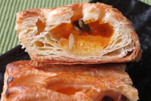 層になったパイ生地の中に、濃密なかぼちゃクリームとしっとりパンプキンケーキ。