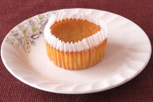 グラシンカップに収まったチーズケーキ。