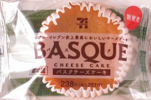 フランス産クリームチーズ、北海道産生クリーム、エグロワイヤル®などを使用した、とろけるようになめらかなバスクチーズケーキ。