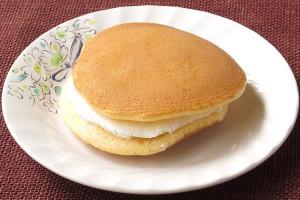メープル香るしっとりパンケーキ風生地。