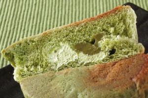 もふもふ生地の中には抹茶色のクリームと、薄い緑のホイップ。