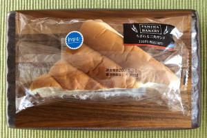 練乳クリームをしっとりした生地でサンドした菓子パン。