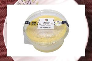 濃厚レアチーズと軽やかなレアチーズ、2層仕立てのチーズケーキ。