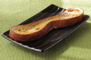 平たいパンをスライスしてフレンチトーストに仕立てた形。
