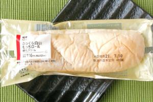 甘さすっきりの軽い練乳クリームを、ふわふわもちもち生地にサンドしたロールパン。